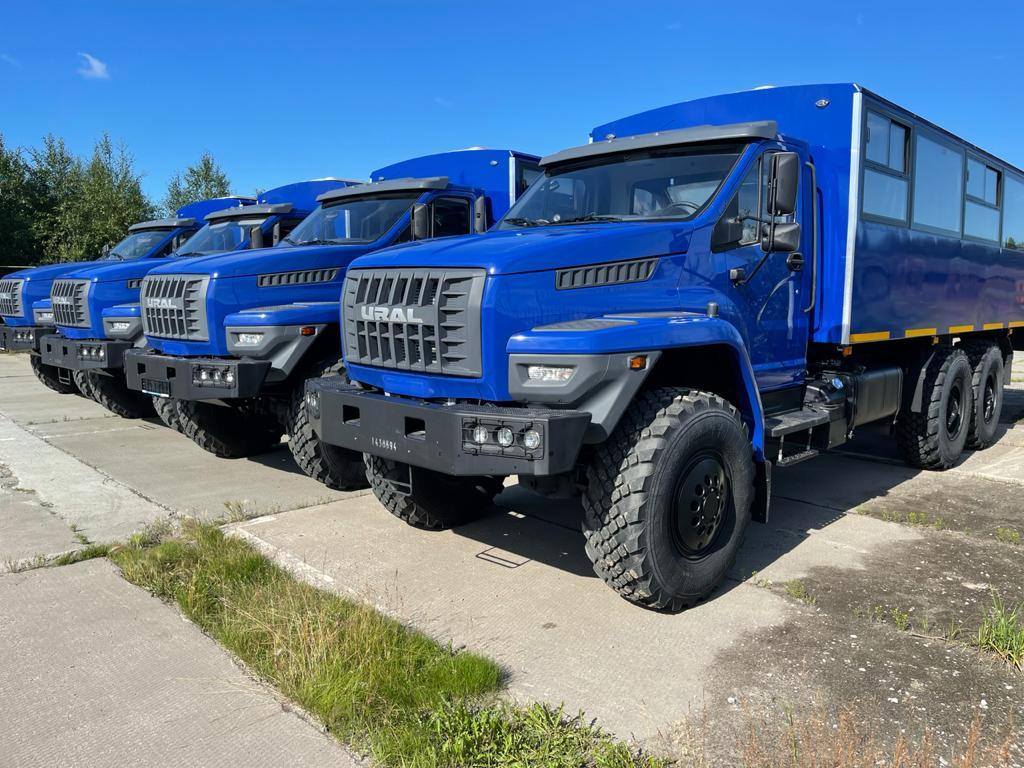 4 новых вахтовых автобуса Урал-NEXT